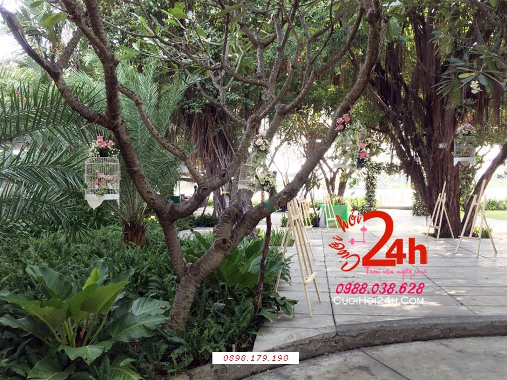 Dịch vụ cưới hỏi 24h trọn vẹn ngày vui chuyên trang trí nhà đám cưới hỏi và nhà hàng tiệc cưới | Trang trí vườn cưới với các lồng chim đáng yêu (1)