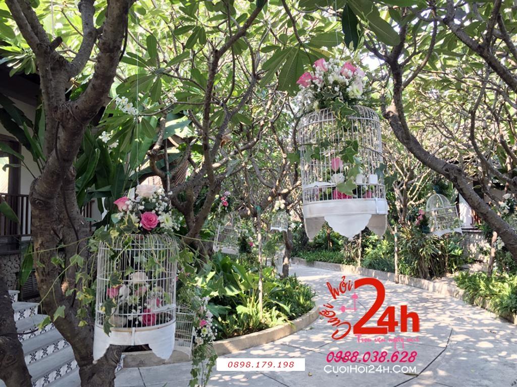 Dịch vụ cưới hỏi 24h trọn vẹn ngày vui chuyên trang trí nhà đám cưới hỏi và nhà hàng tiệc cưới | Trang trí vườn cưới với các lồng chim đáng yêu (2)