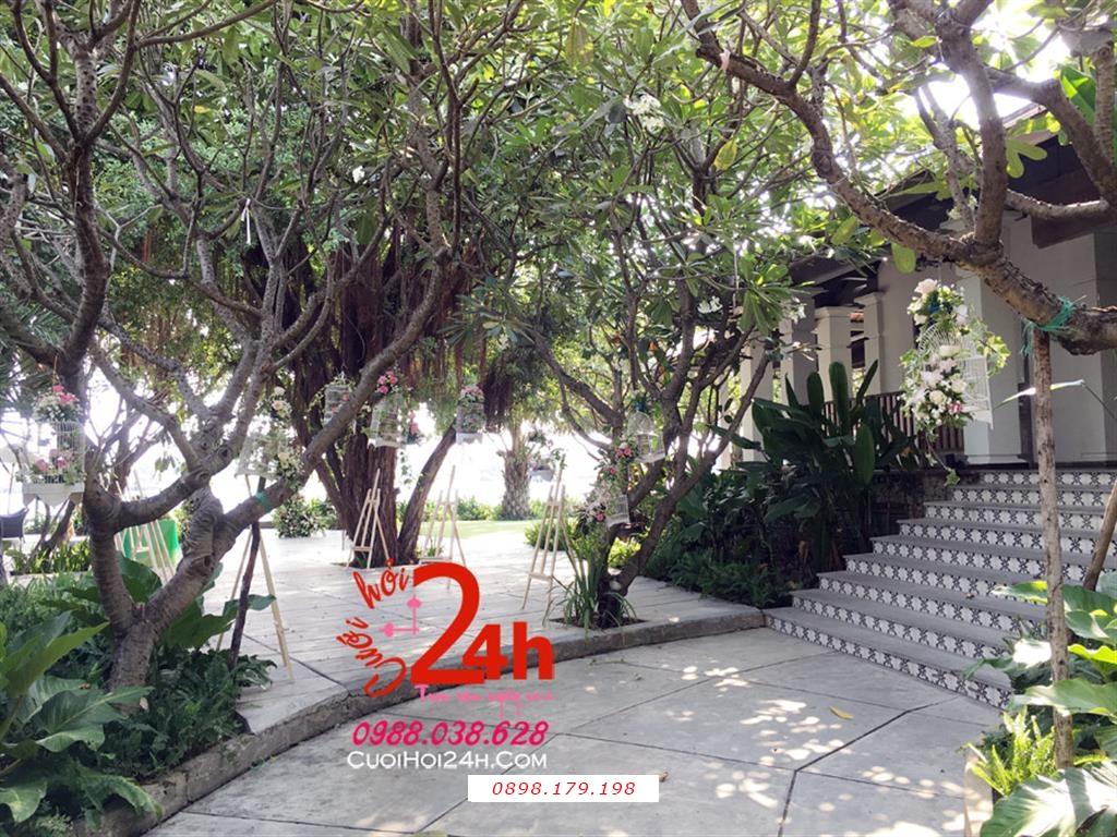 Dịch vụ cưới hỏi 24h trọn vẹn ngày vui chuyên trang trí nhà đám cưới hỏi và nhà hàng tiệc cưới | Trang trí vườn cưới với các lồng chim đáng yêu