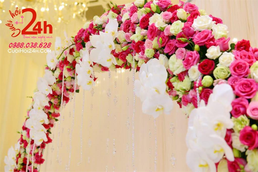 Dịch vụ cưới hỏi 24h trọn vẹn ngày vui chuyên trang trí nhà đám cưới hỏi và nhà hàng tiệc cưới | Cổng cưới hoa tươi mái vòm tông trắng hồng đậm