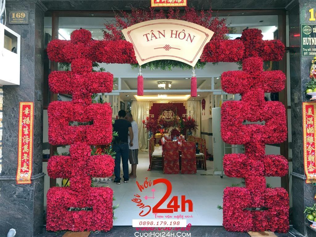 Dịch vụ cưới hỏi 24h trọn vẹn ngày vui chuyên trang trí nhà đám cưới hỏi và nhà hàng tiệc cưới | Cổng hoa tươi ngày cưới kết hoa hồng đỏ tạo chữ Hỷ