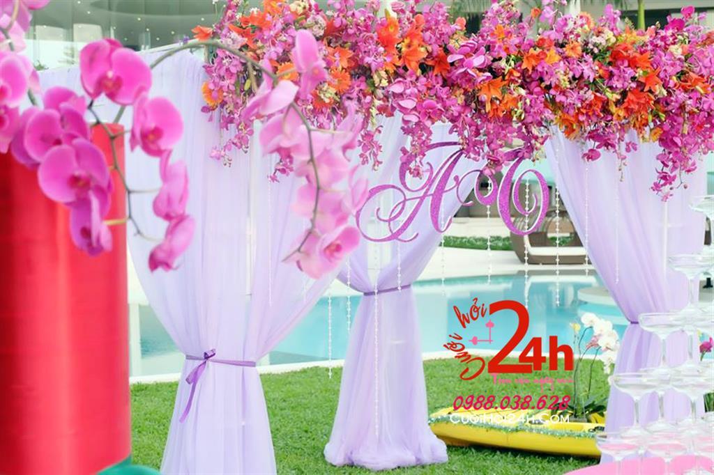 Dịch vụ cưới hỏi 24h trọn vẹn ngày vui chuyên trang trí nhà đám cưới hỏi và nhà hàng tiệc cưới | Trang trí cổng hoa tươi ngày cưới mái ngang chân voan