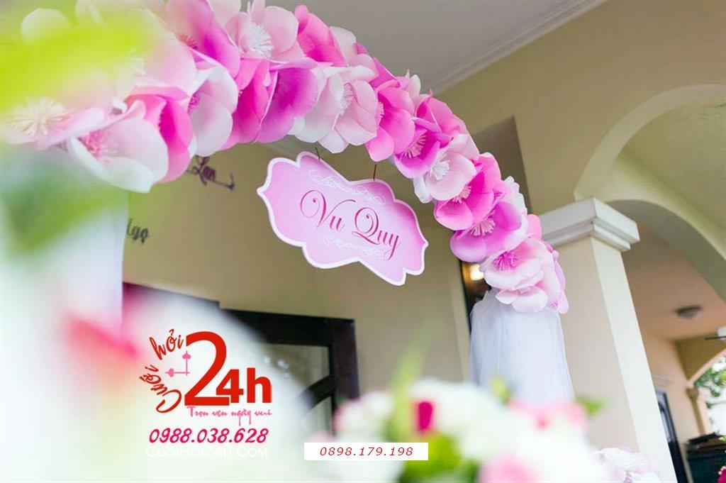 Dịch vụ cưới hỏi 24h trọn vẹn ngày vui chuyên trang trí nhà đám cưới hỏi và nhà hàng tiệc cưới | Cổng hoa cưới mái vòm kết hoa giấy tông hồng phấn