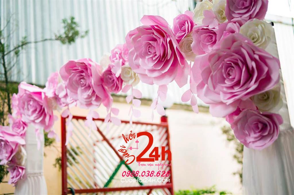 Dịch vụ cưới hỏi 24h trọn vẹn ngày vui chuyên trang trí nhà đám cưới hỏi và nhà hàng tiệc cưới | Cổng hoa hình chữ nhật mái ngang kết hoa giấy hồng phấn