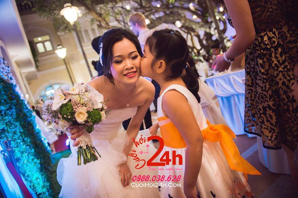Dịch vụ cưới hỏi 24h trọn vẹn ngày vui chuyên trang trí nhà đám cưới hỏi và nhà hàng tiệc cưới | Bó hoa cầm tay cô dâu ngày cưới tông màu nhẹ nhàng