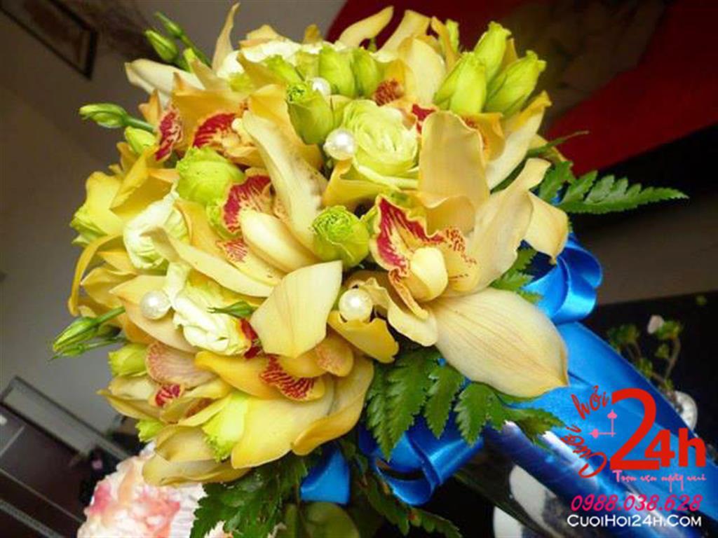 Dịch vụ cưới hỏi 24h trọn vẹn ngày vui chuyên trang trí nhà đám cưới hỏi và nhà hàng tiệc cưới | Bó hoa tươi cầm tay cô dâu ngày cưới màu vàng sáng