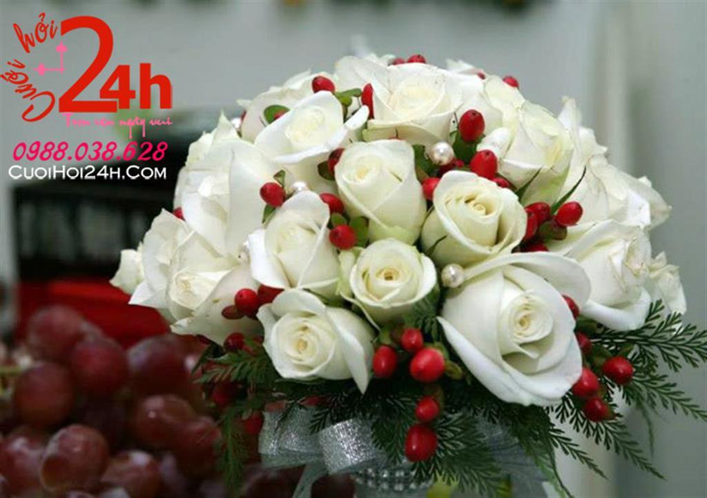 Dịch vụ cưới hỏi 24h trọn vẹn ngày vui chuyên trang trí nhà đám cưới hỏi và nhà hàng tiệc cưới | Hoa cầm tay cô dâu ngày cưới kết hoa hồng trắng điểm hoa đỏ