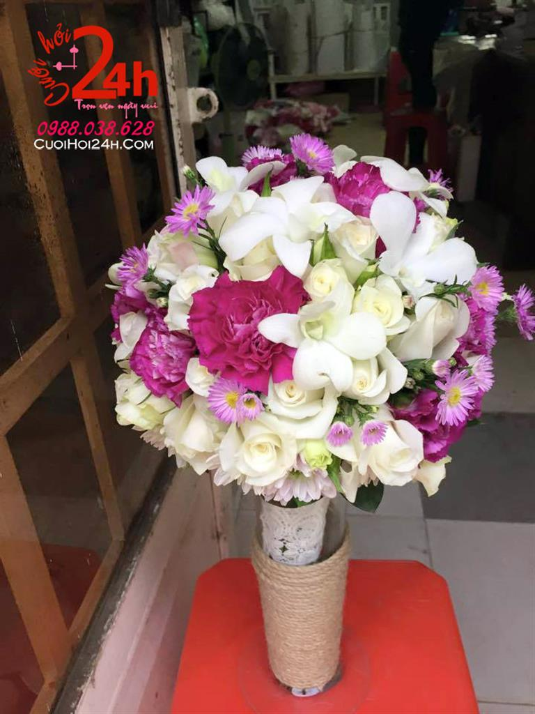 Dịch vụ cưới hỏi 24h trọn vẹn ngày vui chuyên trang trí nhà đám cưới hỏi và nhà hàng tiệc cưới | Hoa cầm tay cô dâu ngày cưới tông tím trắng nổi bật
