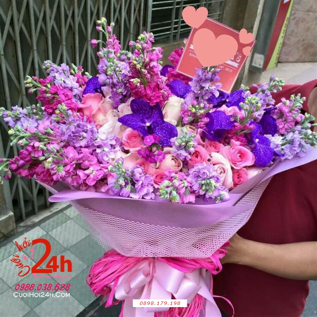 Dịch vụ cưới hỏi 24h trọn vẹn ngày vui chuyên trang trí nhà đám cưới hỏi và nhà hàng tiệc cưới | Bó hoa cầm tay cô dâu sắc tím ngày cưới
