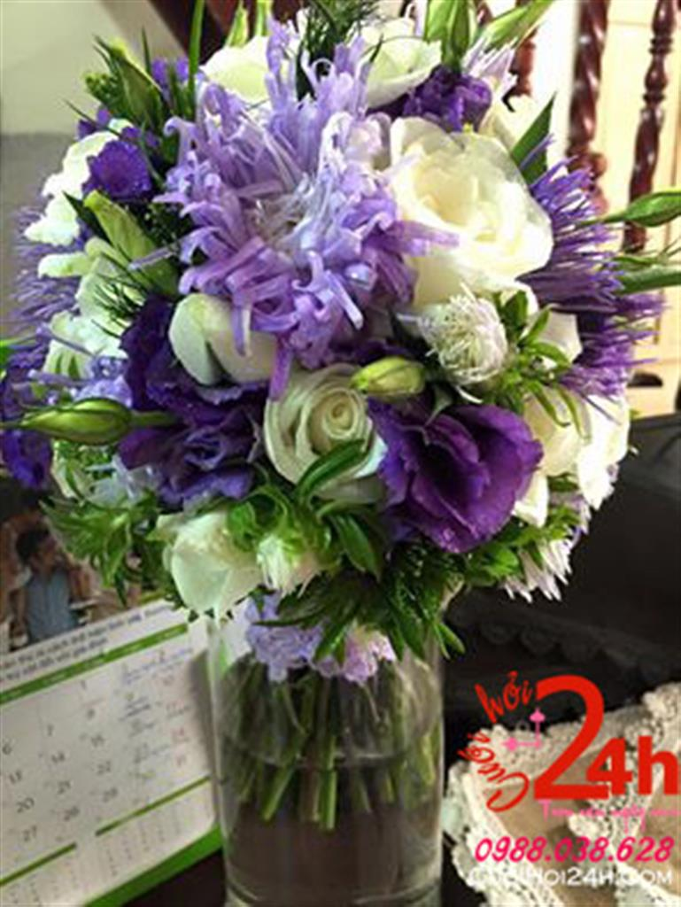 Dịch vụ cưới hỏi 24h trọn vẹn ngày vui chuyên trang trí nhà đám cưới hỏi và nhà hàng tiệc cưới | Hoa cầm tay cô dâu ngày cưới tông tím trắng