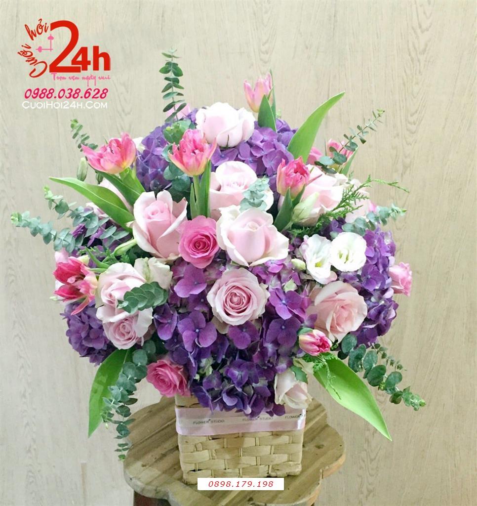 Dịch vụ cưới hỏi 24h trọn vẹn ngày vui chuyên trang trí nhà đám cưới hỏi và nhà hàng tiệc cưới | Hoa để bàn cô dâu ngày cưới kết hoa hồng cùng hoa lan tím