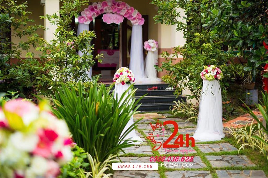Dịch vụ cưới hỏi 24h trọn vẹn ngày vui chuyên trang trí nhà đám cưới hỏi và nhà hàng tiệc cưới | Trụ hoa trang trí tiệc cưới tròn đẹp chân phối voan trắng