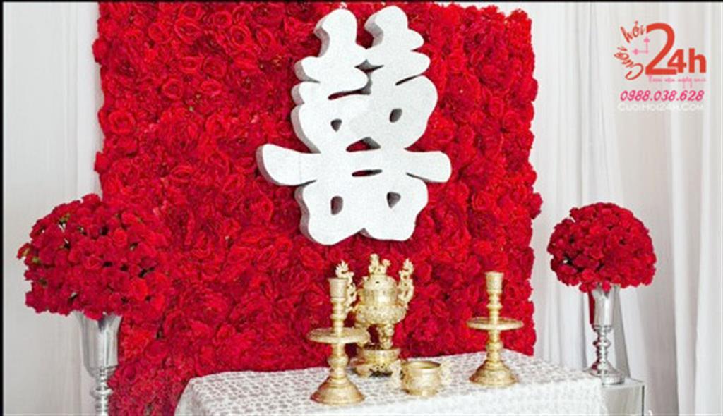 Dịch vụ cưới hỏi 24h trọn vẹn ngày vui chuyên trang trí nhà đám cưới hỏi và nhà hàng tiệc cưới | Bàn thờ gia tiên ngày cưới kết đầy hoa giấy to đỏ rực rỡ