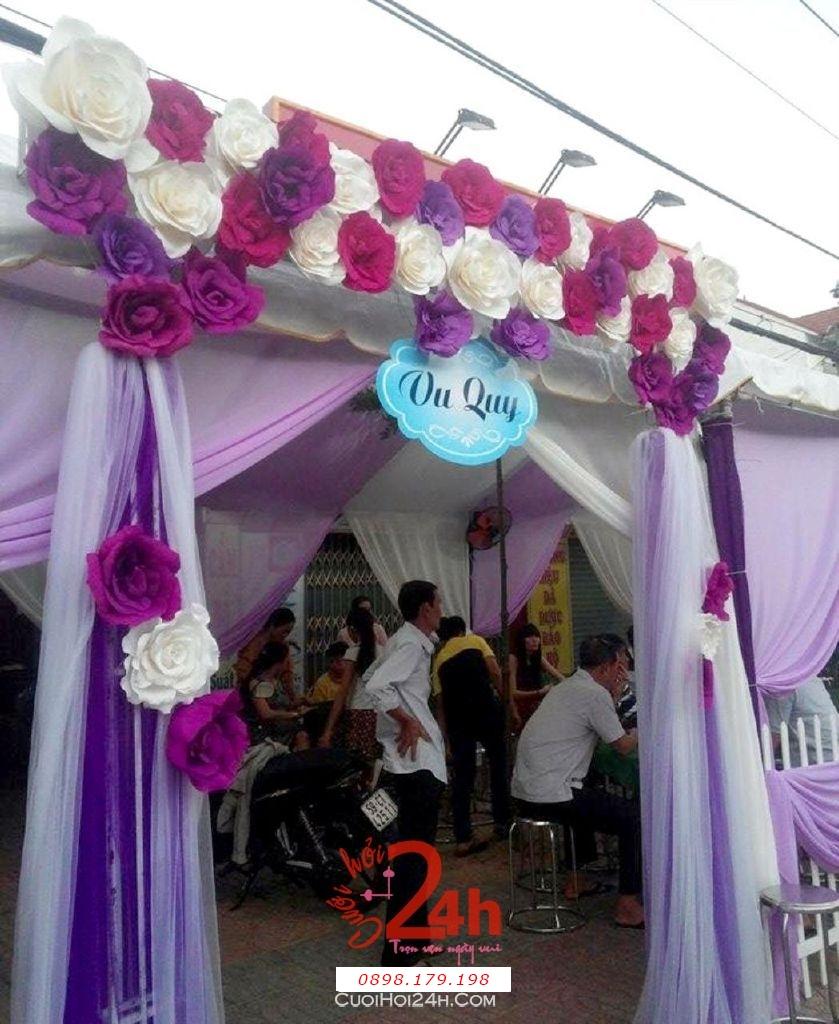 Dịch vụ cưới hỏi 24h trọn vẹn ngày vui chuyên trang trí nhà đám cưới hỏi và nhà hàng tiệc cưới | Cổng hoa giấy màu trắng tím cho lễ tân hôn