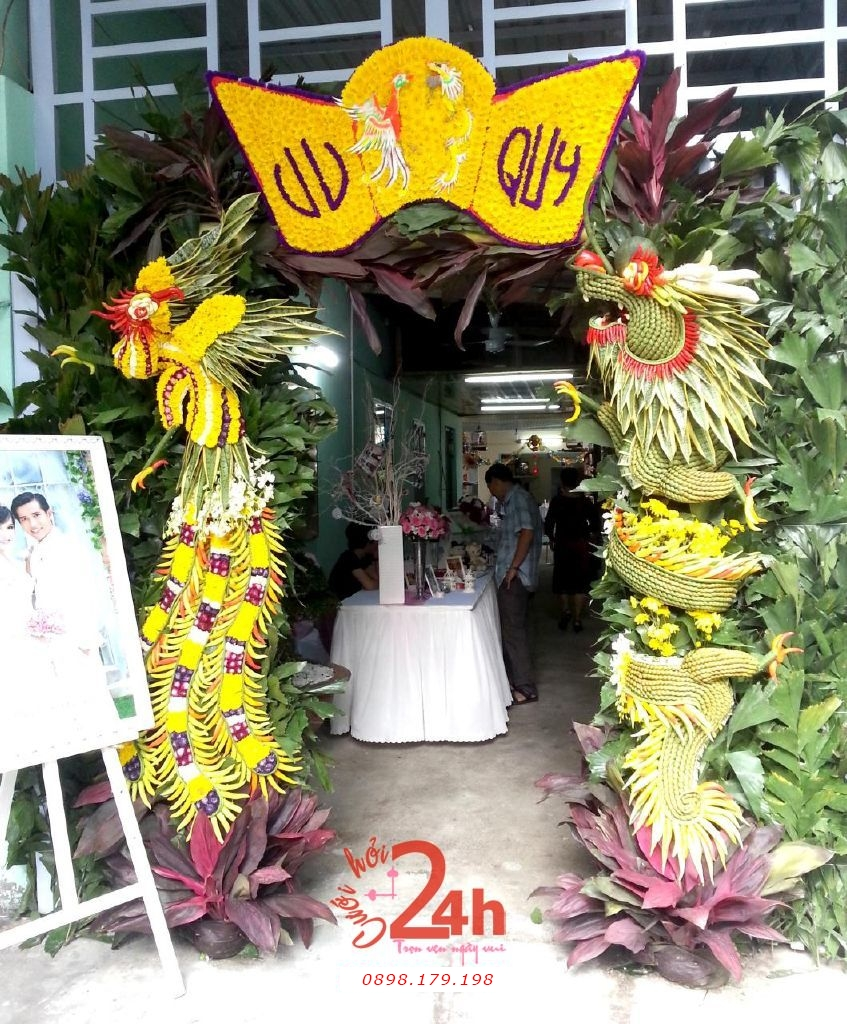 Dịch vụ cưới hỏi 24h trọn vẹn ngày vui chuyên trang trí nhà đám cưới hỏi và nhà hàng tiệc cưới | Cổng hoa rồng phụng độc đáo màu vàng