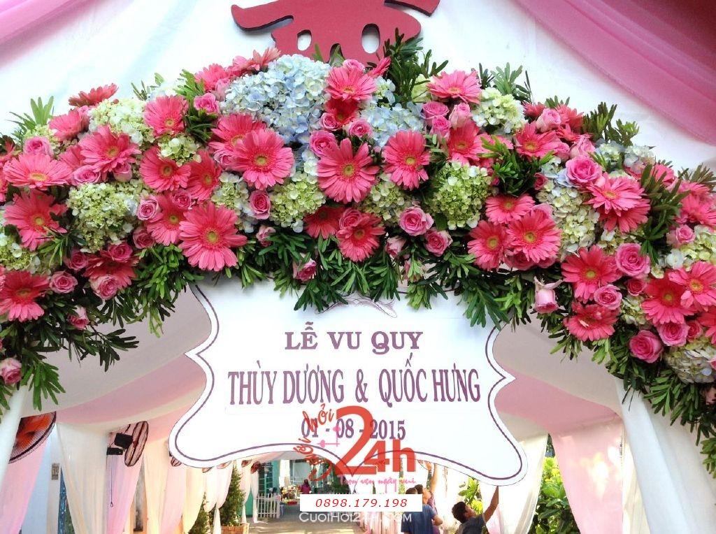 Dịch vụ cưới hỏi 24h trọn vẹn ngày vui chuyên trang trí nhà đám cưới hỏi và nhà hàng tiệc cưới | Cổng hoa tươi màu hồng với hoa đồng tiền và cẩm tú cầu