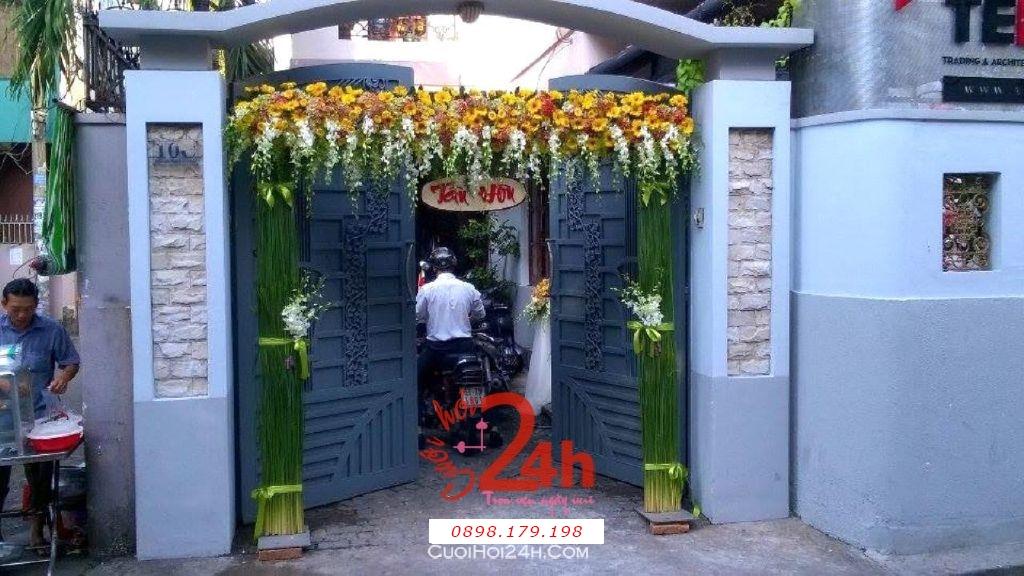 Dịch vụ cưới hỏi 24h trọn vẹn ngày vui chuyên trang trí nhà đám cưới hỏi và nhà hàng tiệc cưới | Cổng hoa tươi màu vàng