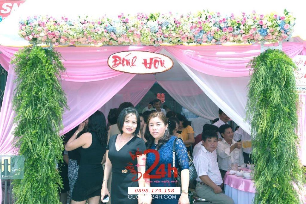 Dịch vụ cưới hỏi 24h trọn vẹn ngày vui chuyên trang trí nhà đám cưới hỏi và nhà hàng tiệc cưới | Cổng hoa tươi tuyệt đẹp với màu sắc xanh tự nhiên cho ngày đính hôn