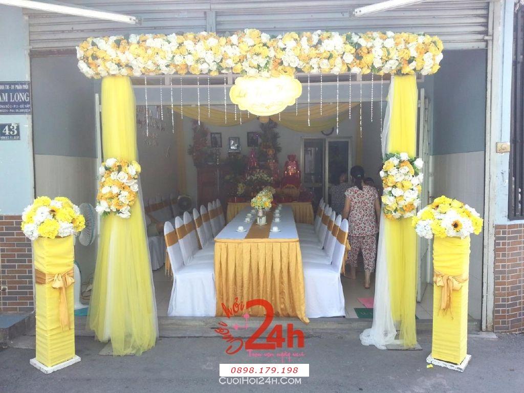 Dịch vụ cưới hỏi 24h trọn vẹn ngày vui chuyên trang trí nhà đám cưới hỏi và nhà hàng tiệc cưới | Cổng hoa vải màu vàng cho lễ gia tiên