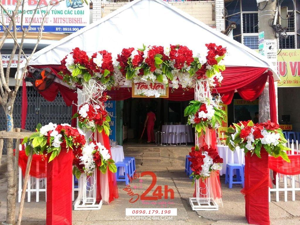 Dịch vụ cưới hỏi 24h trọn vẹn ngày vui chuyên trang trí nhà đám cưới hỏi và nhà hàng tiệc cưới | Cổng hoa vải tông trắng đỏ sáng rực rỡ