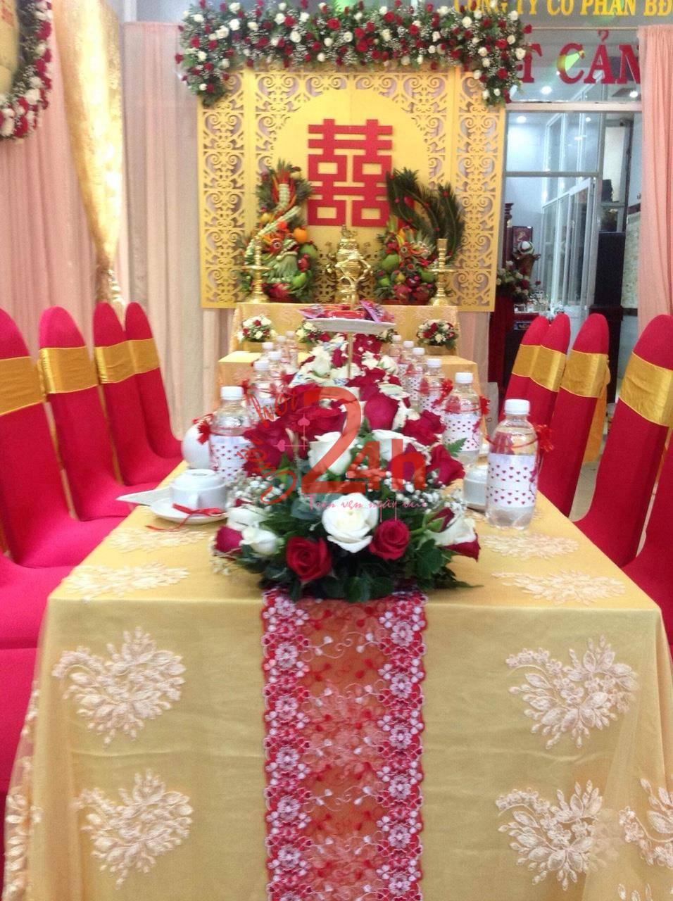 Dịch vụ cưới hỏi 24h trọn vẹn ngày vui chuyên trang trí nhà đám cưới hỏi và nhà hàng tiệc cưới | Dịch vụ kết hoa hồng tươi để bàn lễ gia tiên chuyên nghiệp