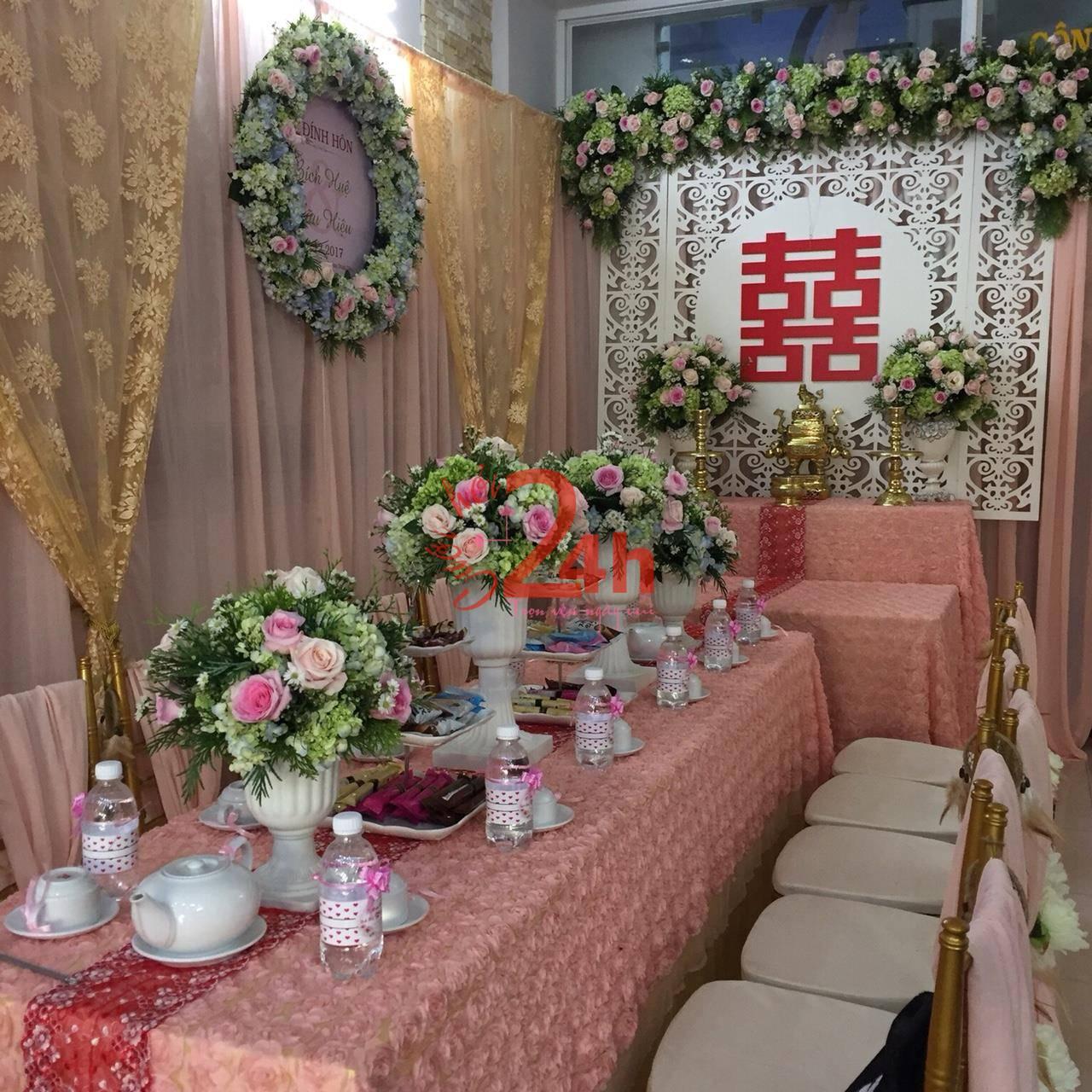 Dịch vụ cưới hỏi 24h trọn vẹn ngày vui chuyên trang trí nhà đám cưới hỏi và nhà hàng tiệc cưới | Hoa để bàn lễ (1)