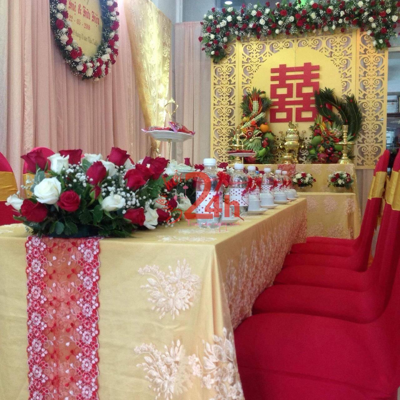 Dịch vụ cưới hỏi 24h trọn vẹn ngày vui chuyên trang trí nhà đám cưới hỏi và nhà hàng tiệc cưới | Hoa để bàn lễ (2)
