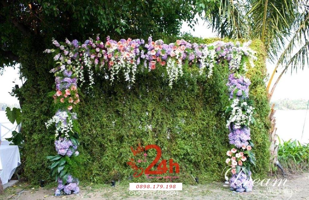Dịch vụ cưới hỏi 24h trọn vẹn ngày vui chuyên trang trí nhà đám cưới hỏi và nhà hàng tiệc cưới | Phông chụp ảnh nền xanh lá và hoa tím hồng