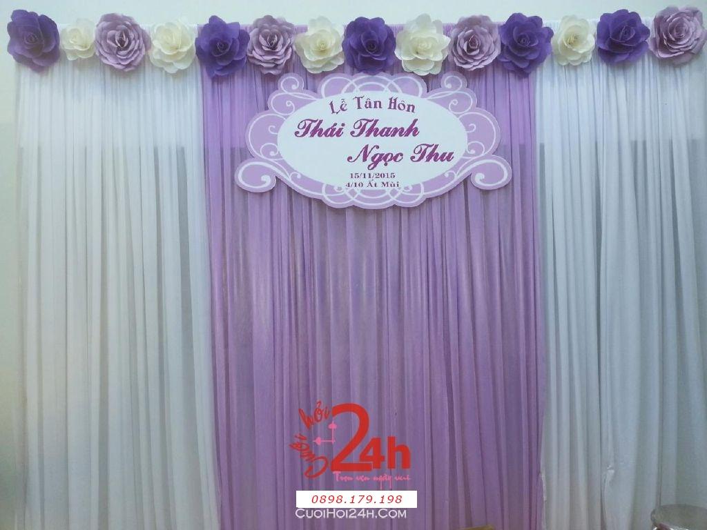 Dịch vụ cưới hỏi 24h trọn vẹn ngày vui chuyên trang trí nhà đám cưới hỏi và nhà hàng tiệc cưới | Phông cưới hoa giấy màu tím cà (2)