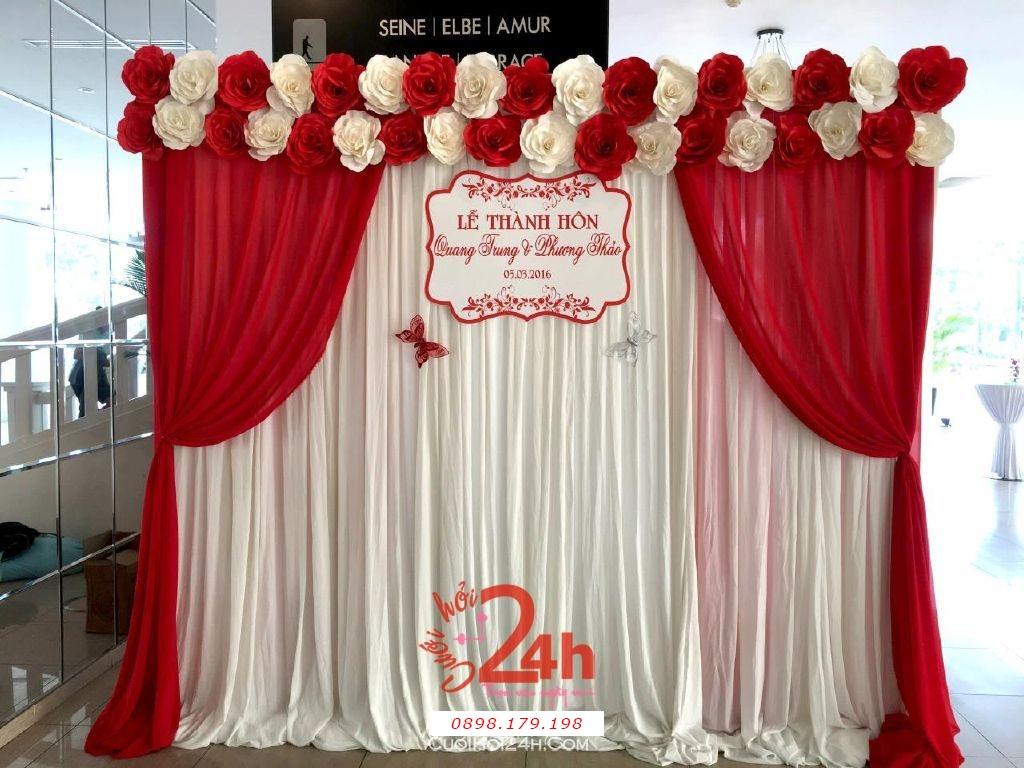Dịch vụ cưới hỏi 24h trọn vẹn ngày vui chuyên trang trí nhà đám cưới hỏi và nhà hàng tiệc cưới | Phông hoa giấy màu trắng đỏ cho lễ thành hôn (2)
