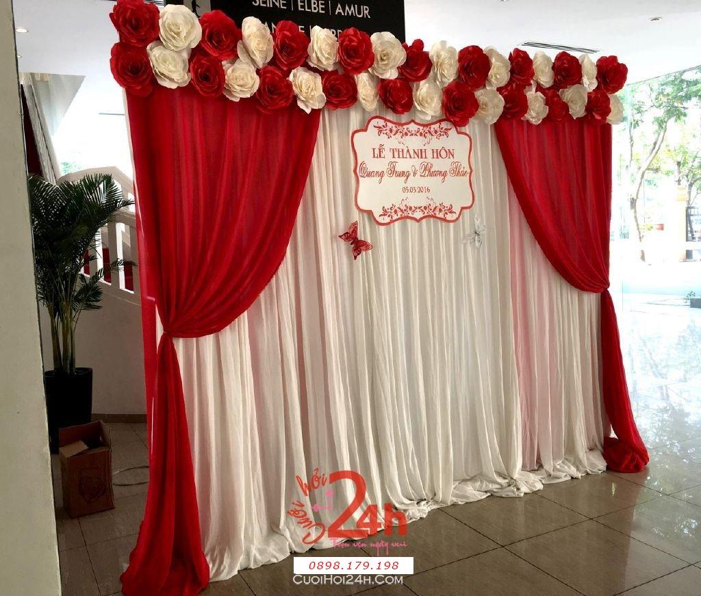 Dịch vụ cưới hỏi 24h trọn vẹn ngày vui chuyên trang trí nhà đám cưới hỏi và nhà hàng tiệc cưới | Phông hoa giấy màu trắng đỏ cho lễ thành hôn (3)