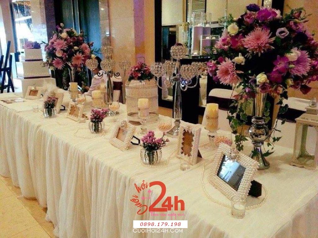 Dịch vụ cưới hỏi 24h trọn vẹn ngày vui chuyên trang trí nhà đám cưới hỏi và nhà hàng tiệc cưới | Trang trí bàn ký tên tông trắng tím