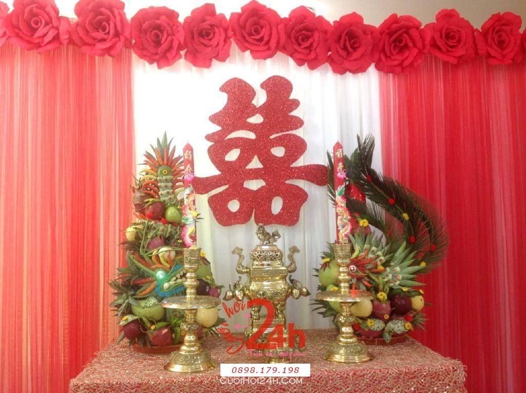 Dịch vụ cưới hỏi 24h trọn vẹn ngày vui chuyên trang trí nhà đám cưới hỏi và nhà hàng tiệc cưới | Trang trí bàn thờ gia tiên ngày cưới với hoa giấy tông màu mới lạ, hiện đại