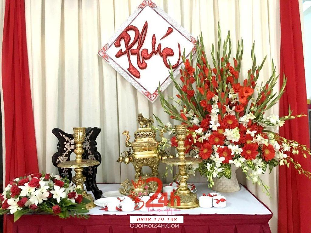 Dịch vụ cưới hỏi 24h trọn vẹn ngày vui chuyên trang trí nhà đám cưới hỏi và nhà hàng tiệc cưới | Trang trí bàn thờ gia tiên với hoa tươi huệ đồng tiền và hoa lan