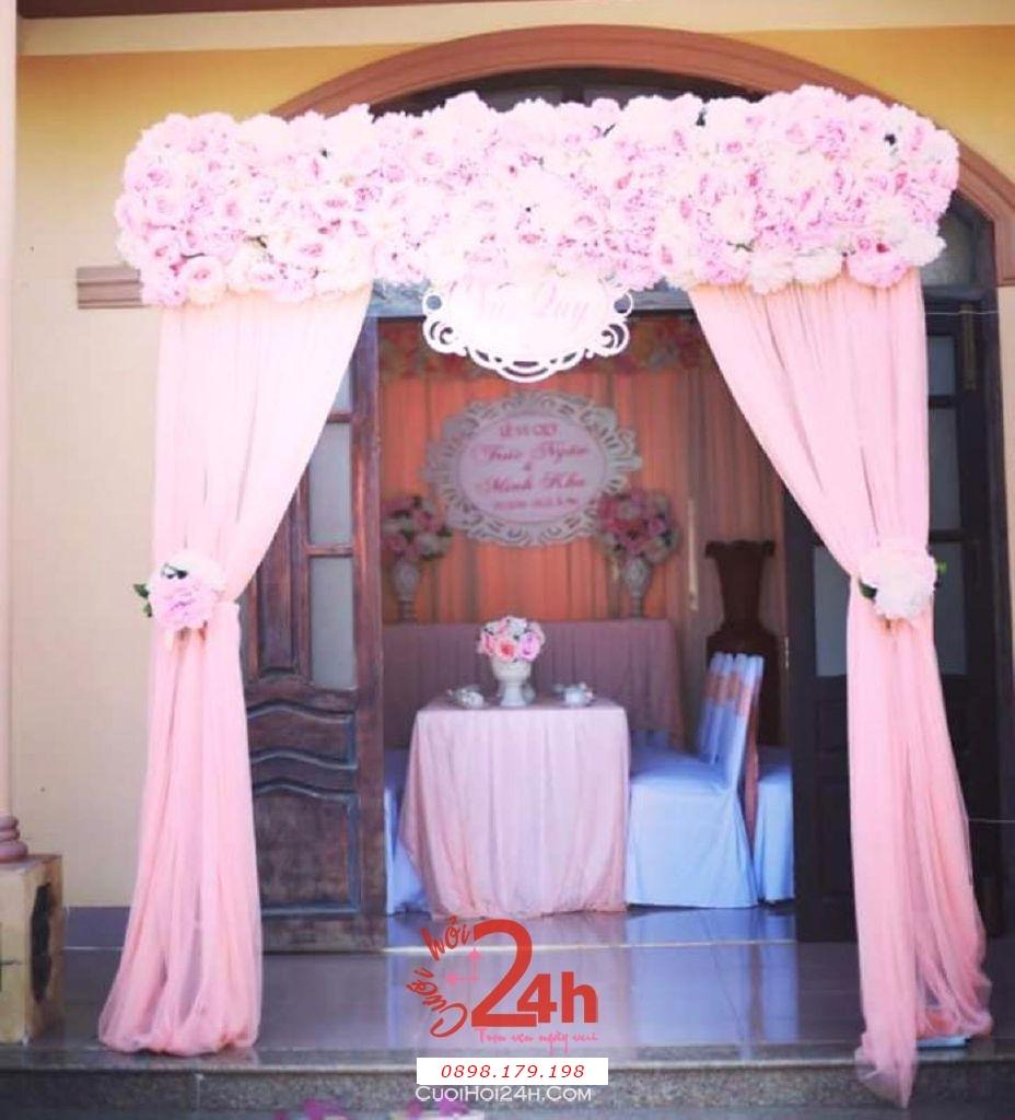 Dịch vụ cưới hỏi 24h trọn vẹn ngày vui chuyên trang trí nhà đám cưới hỏi và nhà hàng tiệc cưới | Trang trí cổng nhà đám cưới màu hồng nhạt