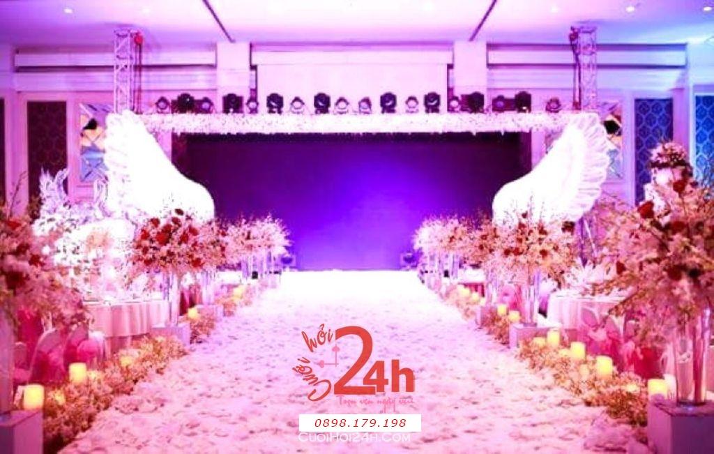 Dịch vụ cưới hỏi 24h trọn vẹn ngày vui chuyên trang trí nhà đám cưới hỏi và nhà hàng tiệc cưới | Trang trí lối đi sân khấu tiệc màu đỏ hồng