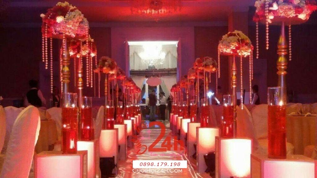 Dịch vụ cưới hỏi 24h trọn vẹn ngày vui chuyên trang trí nhà đám cưới hỏi và nhà hàng tiệc cưới | Trang trí lối đi sân khấu tiệc màu đỏ