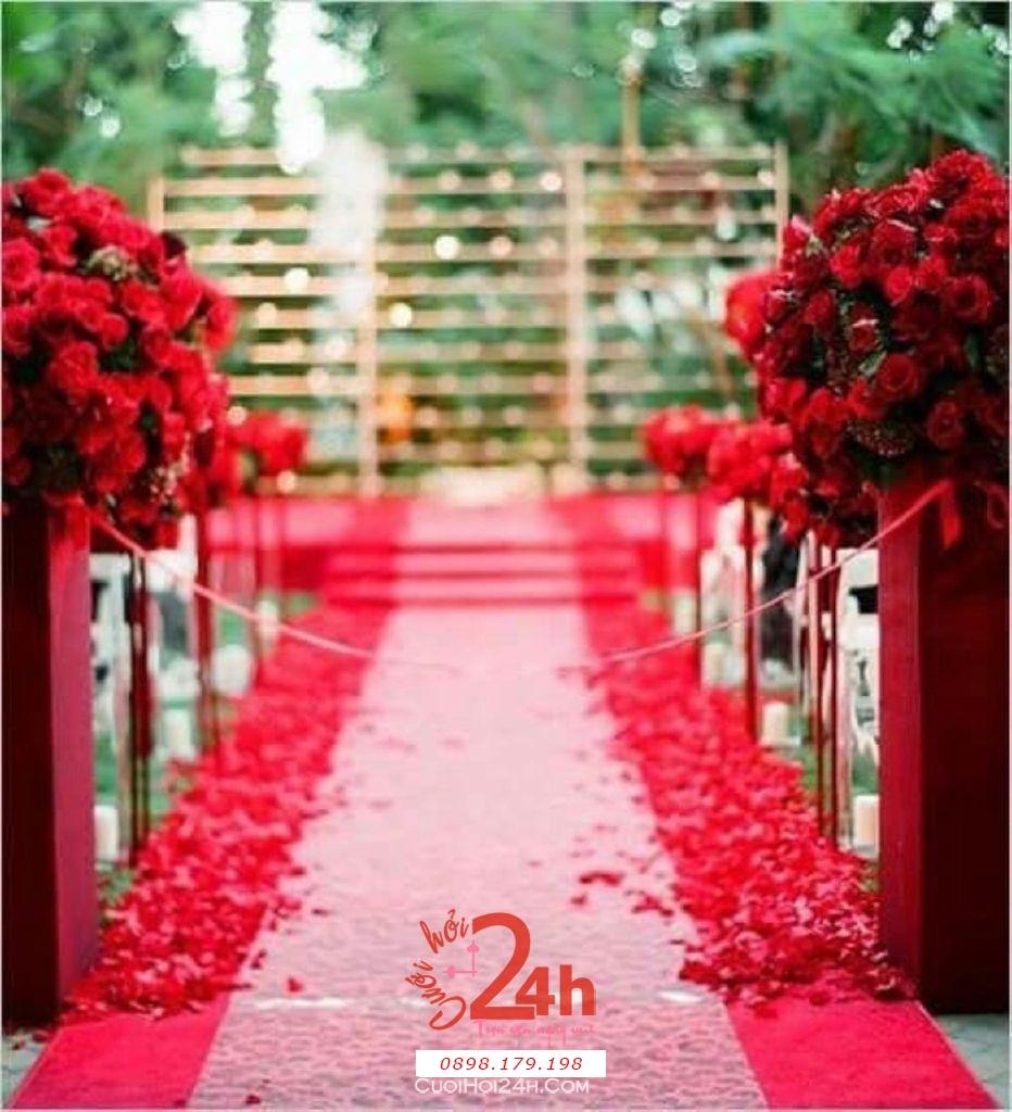Dịch vụ cưới hỏi 24h trọn vẹn ngày vui chuyên trang trí nhà đám cưới hỏi và nhà hàng tiệc cưới | Trang trí lối đi sân khấu tông đỏ