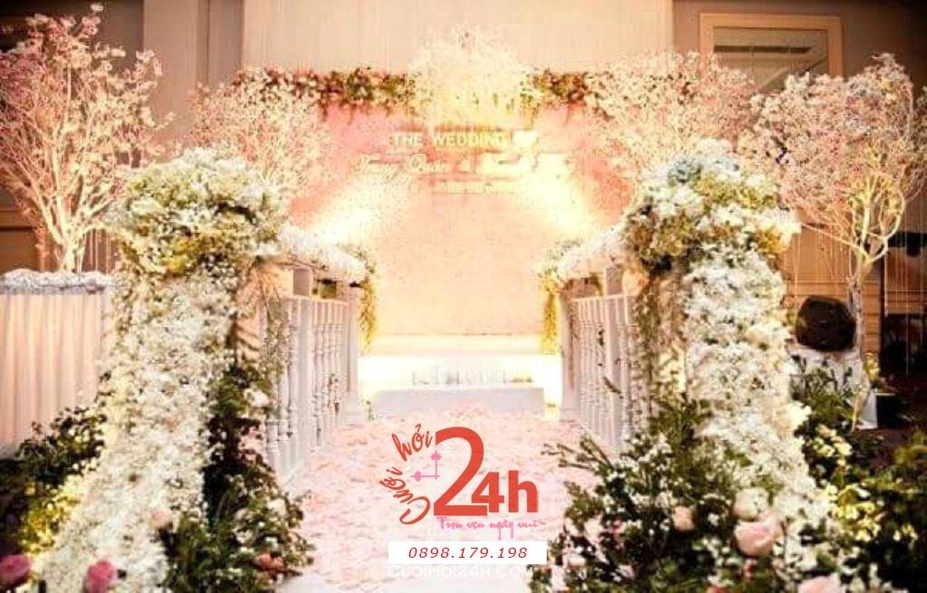 Dịch vụ cưới hỏi 24h trọn vẹn ngày vui chuyên trang trí nhà đám cưới hỏi và nhà hàng tiệc cưới | Trang trí lối đi và sân khấu tiệc tông trắng xanh