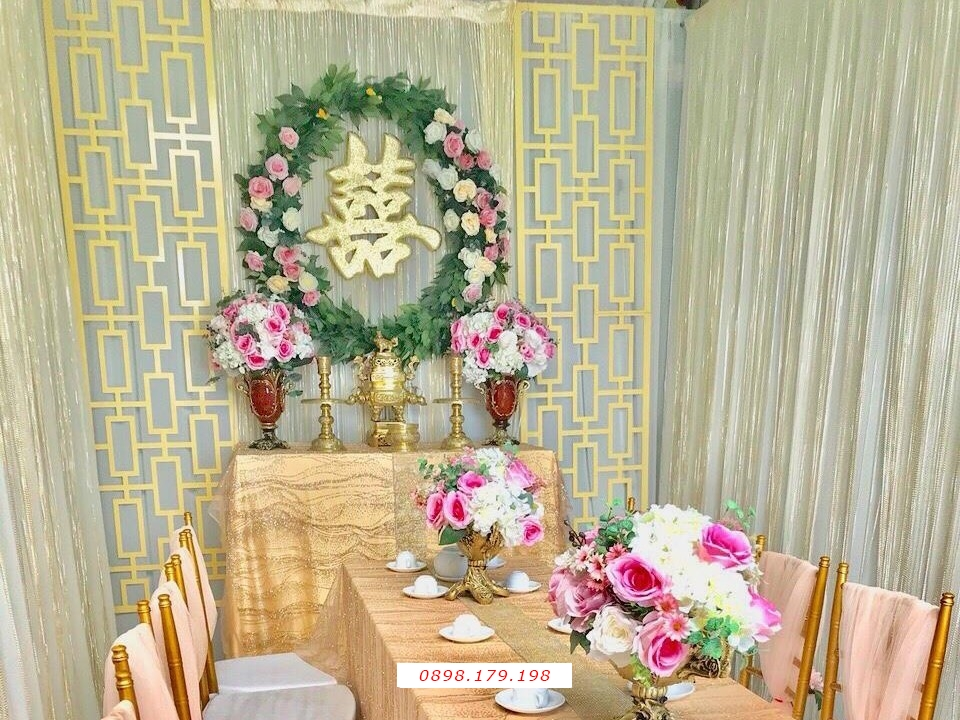 Dịch vụ cưới hỏi 24h trọn vẹn ngày vui chuyên trang trí nhà đám cưới hỏi và nhà hàng tiệc cưới | Trang trí nhà cưới hỏi cao cấp tông tím với vải nhung và hoa giấy (1)