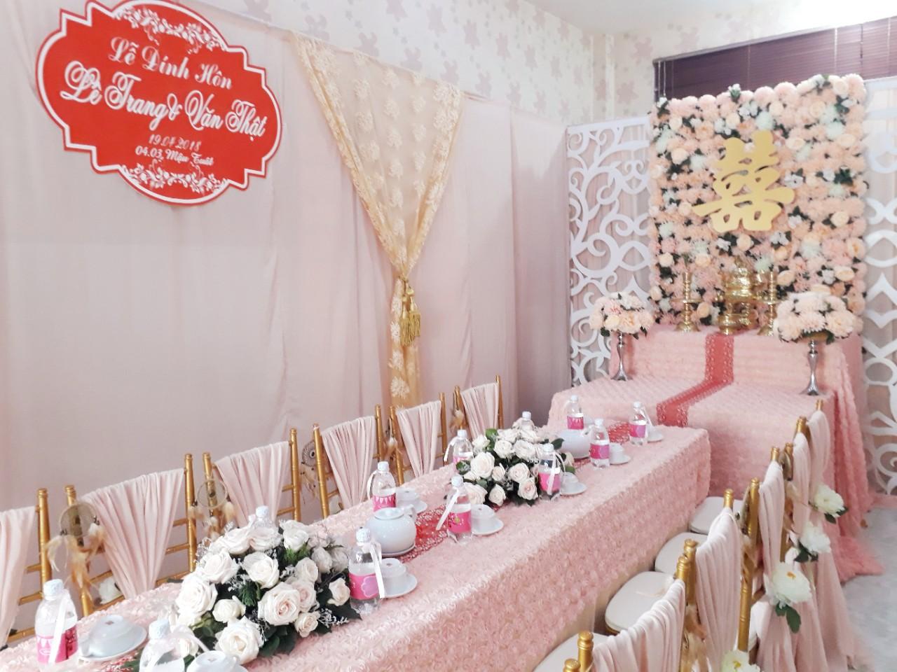 Dịch vụ cưới hỏi 24h trọn vẹn ngày vui chuyên trang trí nhà đám cưới hỏi và nhà hàng tiệc cưới | Trang trí nhà cưới hỏi tông vàng ngọt ngào
