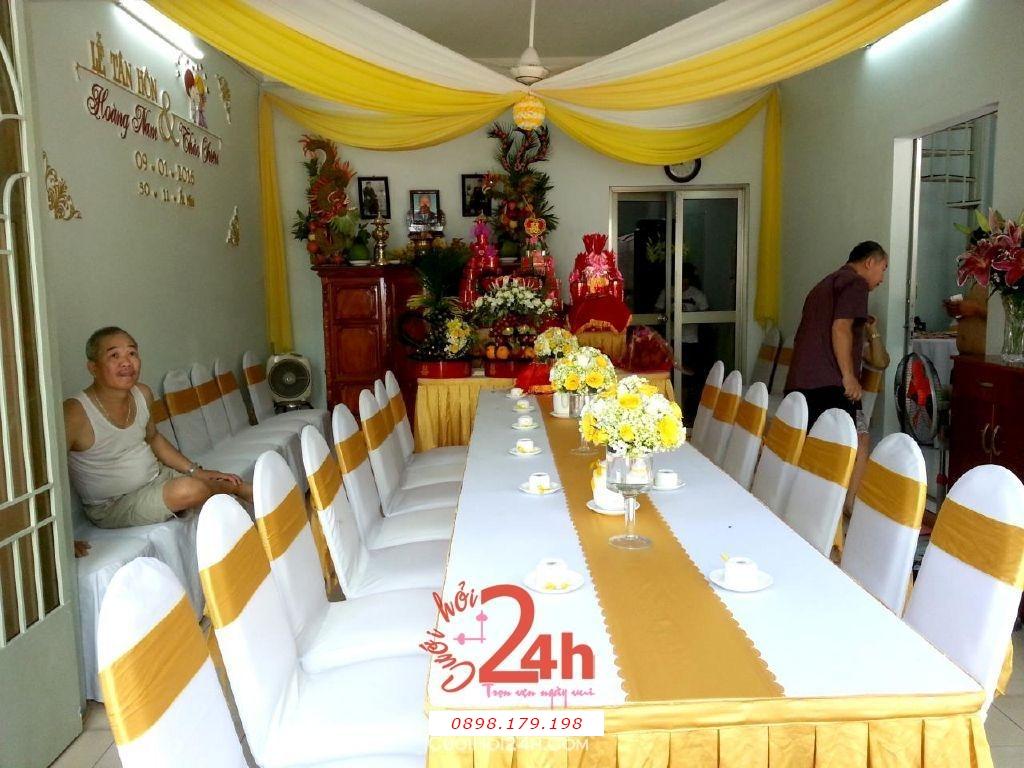 Dịch vụ cưới hỏi 24h trọn vẹn ngày vui chuyên trang trí nhà đám cưới hỏi và nhà hàng tiệc cưới | Trang trí nhà cưới hỏi tông vàng với hoa để bàn và rồng phụng
