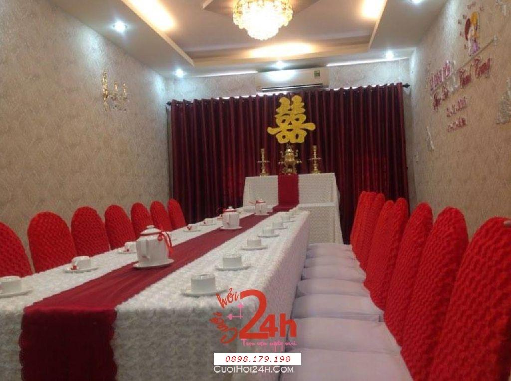 Dịch vụ cưới hỏi 24h trọn vẹn ngày vui chuyên trang trí nhà đám cưới hỏi và nhà hàng tiệc cưới | Trang trí nhà cưới tông đỏ với vải nhung (1)