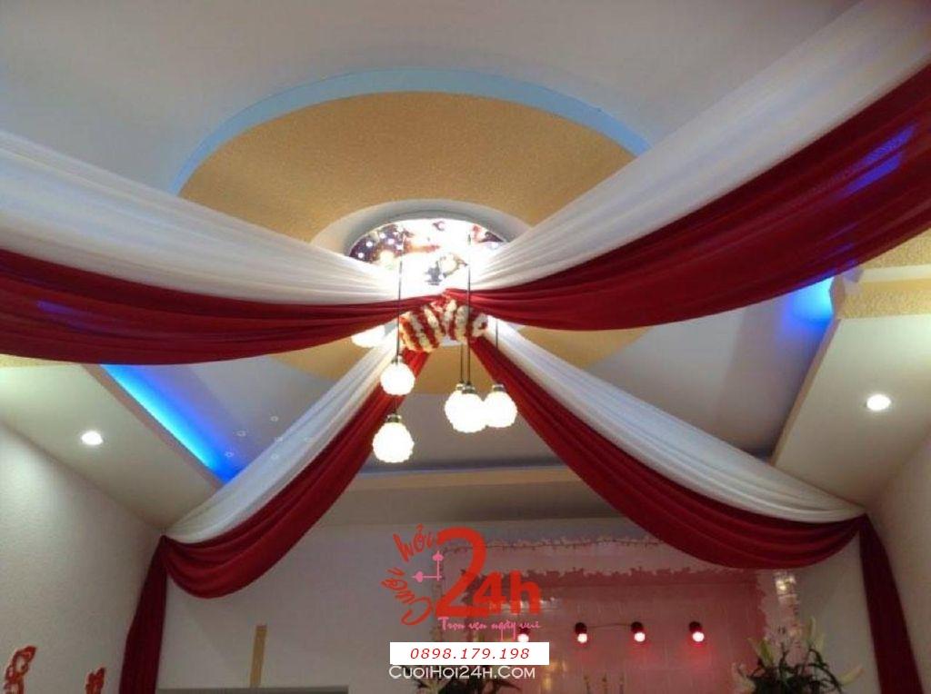 Dịch vụ cưới hỏi 24h trọn vẹn ngày vui chuyên trang trí nhà đám cưới hỏi và nhà hàng tiệc cưới | Trang trí trần nhà ngày cưới với voan trắng đỏ đô