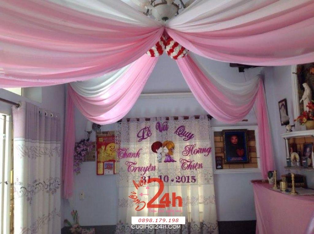 Dịch vụ cưới hỏi 24h trọn vẹn ngày vui chuyên trang trí nhà đám cưới hỏi và nhà hàng tiệc cưới | Trang trí trần nhà ngày cưới với voan trắng hồng