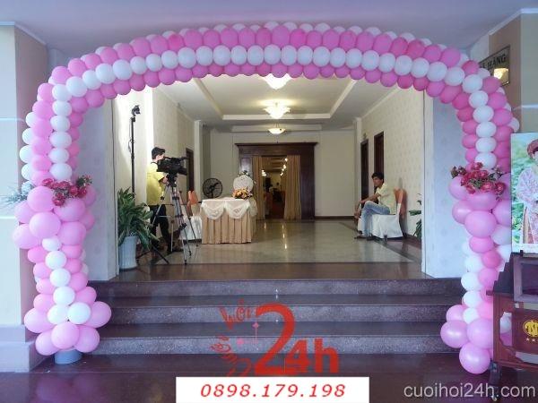 Dịch vụ cưới hỏi 24h trọn vẹn ngày vui chuyên trang trí nhà đám cưới hỏi và nhà hàng tiệc cưới | Cổng bong bóng màu hồng