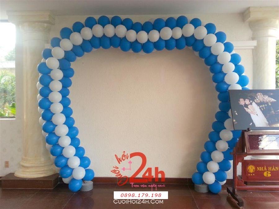 Dịch vụ cưới hỏi 24h trọn vẹn ngày vui chuyên trang trí nhà đám cưới hỏi và nhà hàng tiệc cưới | Cổng bong bóng trái tim màu trắng xanh