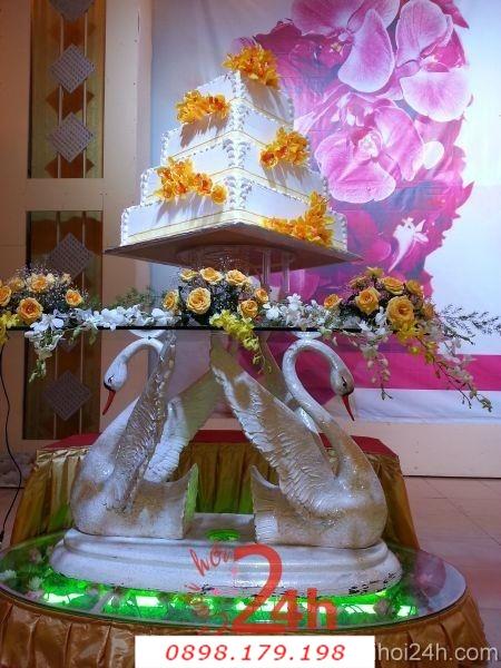 Dịch vụ cưới hỏi 24h trọn vẹn ngày vui chuyên trang trí nhà đám cưới hỏi và nhà hàng tiệc cưới   Giá đỡ bánh cưới thiên nga