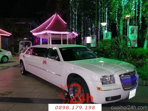 Dịch vụ cưới hỏi 24h trọn vẹn ngày vui chuyên trang trí nhà đám cưới hỏi và nhà hàng tiệc cưới | Xe cưới mẫu đặc biệt dài không đụng hàng