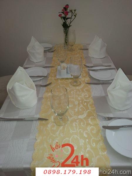 Dịch vụ cưới hỏi 24h trọn vẹn ngày vui chuyên trang trí nhà đám cưới hỏi và nhà hàng tiệc cưới | Bàn ghế cưới hỏi tông trắng vàng đồng sang trọng